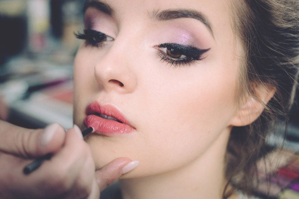 dramatic eyeliner prom makeup idea