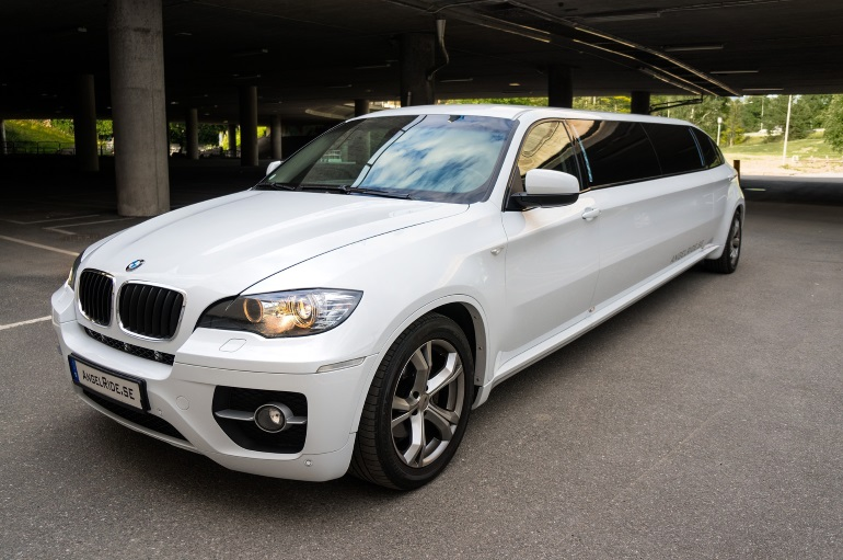 Questions to Ask Before You Hire Your Prom Car